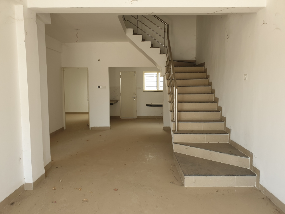 Residential use 4bhk villa / individual house available for sale in Main Road covered Campus Katara Hills bhopal.