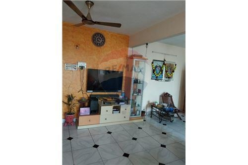 Apartment/Flat For Sale i..